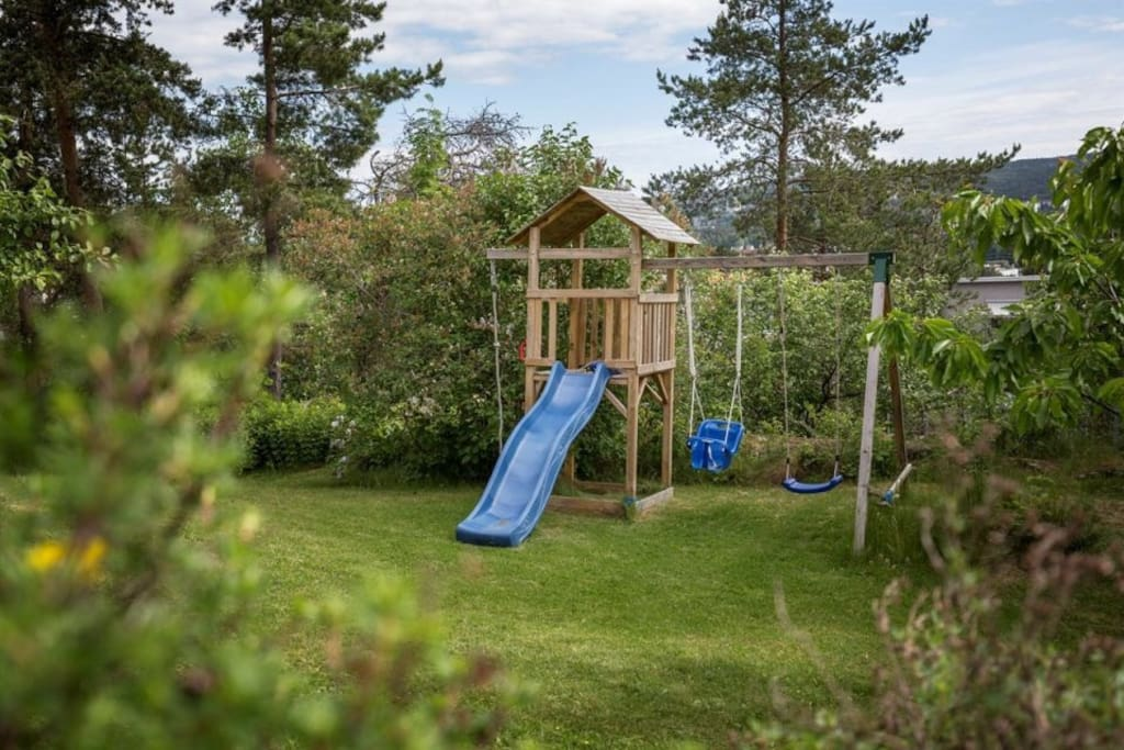 Garden has a small playground suited for children up to 7