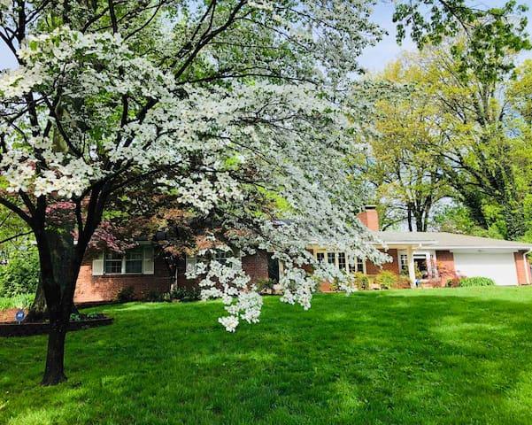 Fall long term rental -Close to Wash U -Ladue schs