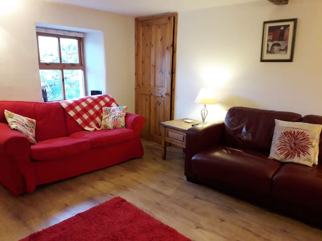 Alt view of sittingroom