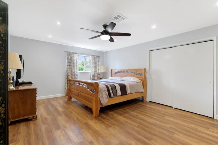 Roomy Master suite  close to UCR private bath 讲中文