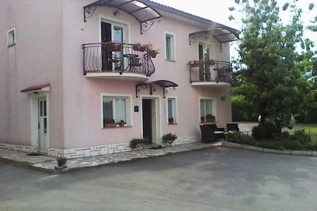 Pansion Surina Guest House Rupa - Rupa