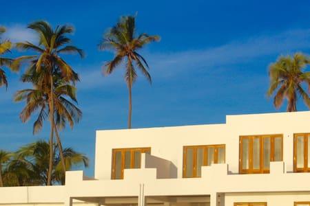 La Villa Victor ...Private beach villa in Matemwe - Matemwe - Bed & Breakfast