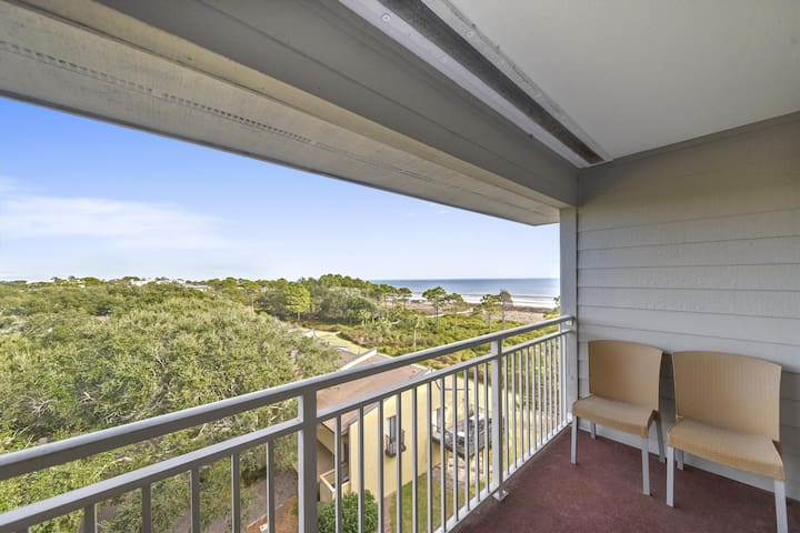 Relax and enjoy your stay while visiting this 2 bedroom, 2 bath, 5th floor oceanfront.