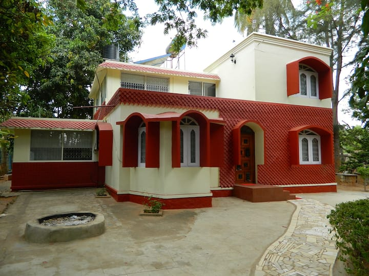 Beautiful 4 BHK  Farmhouse Villa for staycation