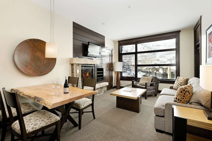 Snowmass Base Village with Balcony. Elevator, Air Conditioning, Parking, W/D. Outdoor Hot Tub