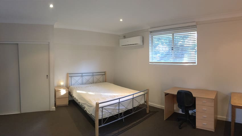 Berowra Cosy Studio - overlooking Berowra Valley - Berowra - House