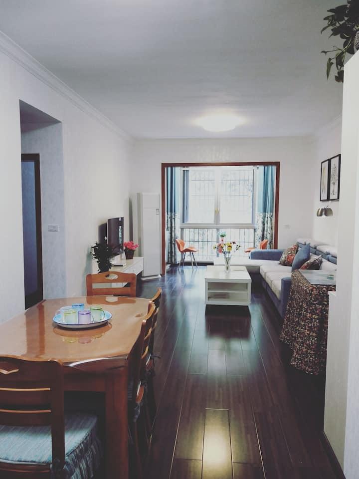 静怡小屋   清新雅致 独立房间   92平米  三室一卫一厅标住6人