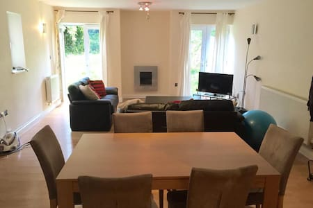 Spacious flat 20' walk or (5' bus) from the city - Nottingham