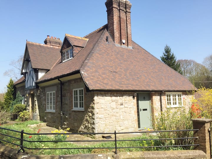 Station Lodge South-Luxury Cottage for 8 w/Hot Tub