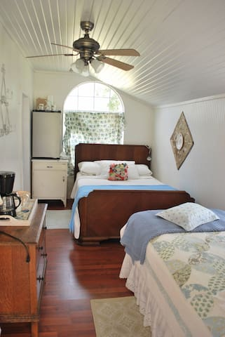 The Ginger cottage is teeny tiny - Fayetteville - Apartamento