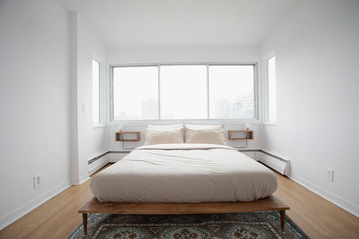 Peaceful & Picturesque Penthouse w/view