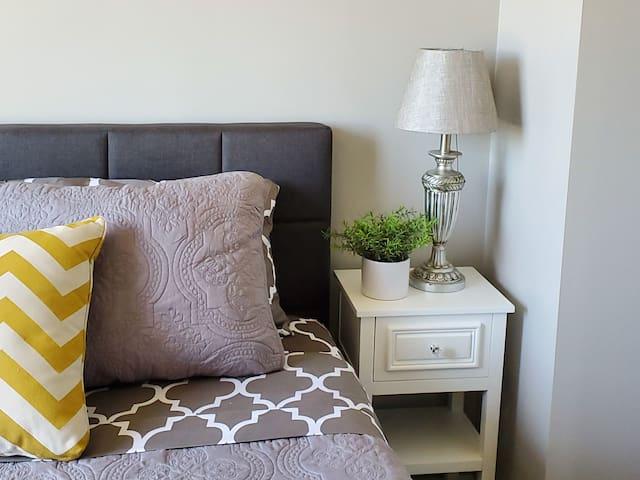 Newly renovated modern 4 bedroom w/2-car garage