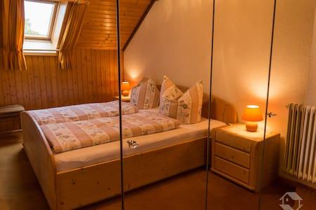 Haus Edelweiß (Ferienwohnung), (Todtnau-Herrenschwand), NR-Fewo im DG, 2 Schlafzimmer, max. 6 Personen