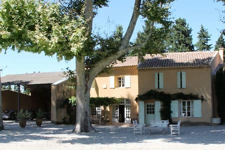 Un Mas en Provence - Senas