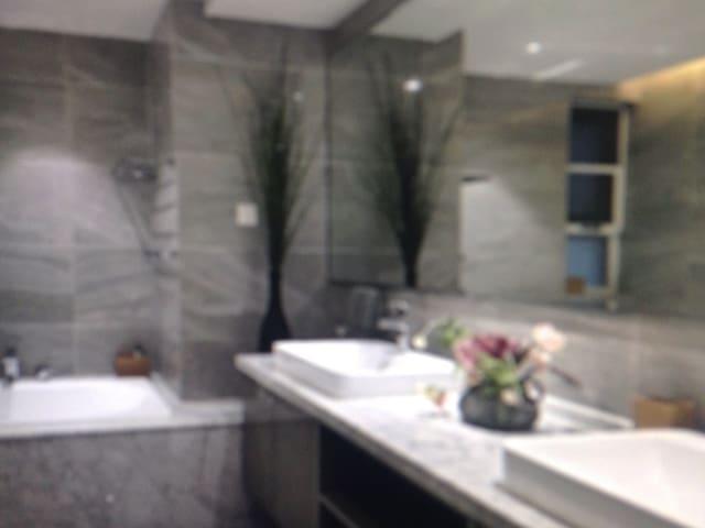 Deluxe luxury three bedroom - PH - House