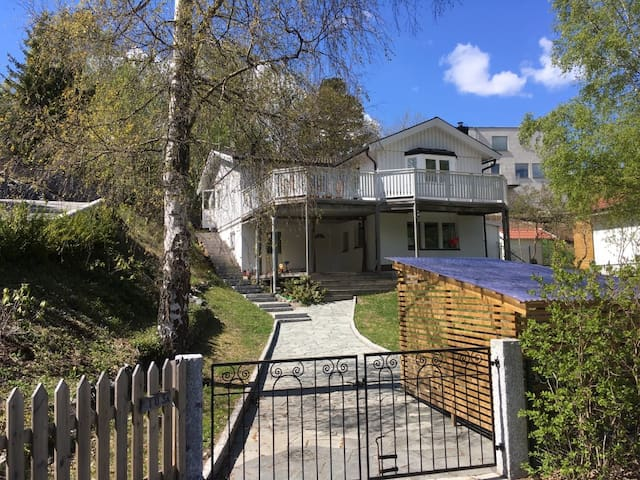 Renovated house next to water 10 minutes from city