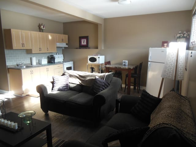 Two Bedroom Apartment - Saint Catharines - Lakás