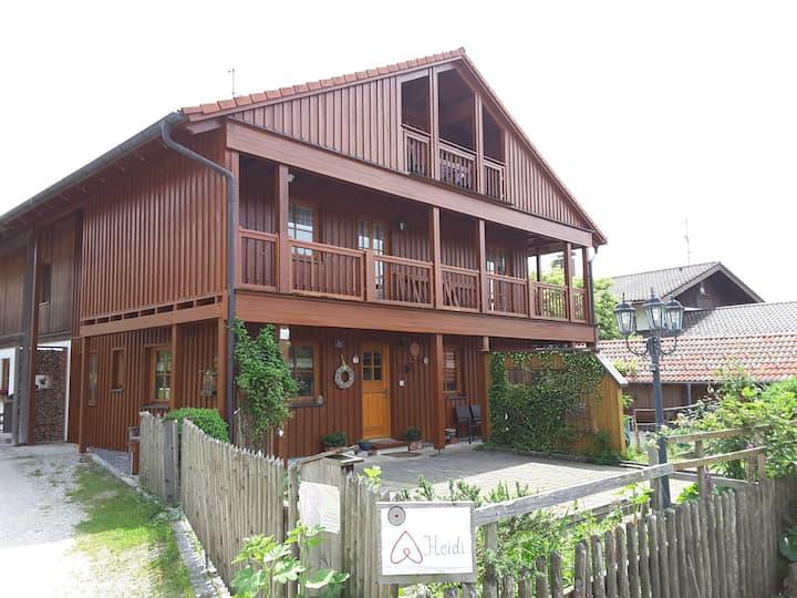 Dachgeschoss im Holzhaus m. Balkon