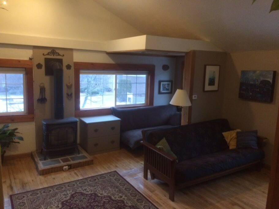 Living with gas fireplace and futon for extra guests