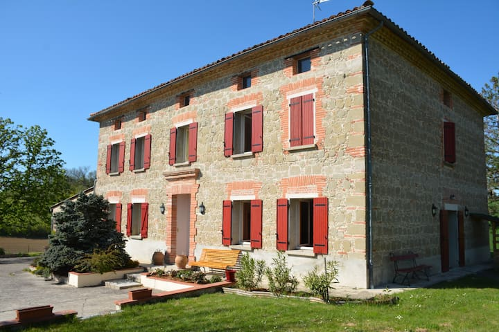 Chambres privatives dans une maison de maître - Ambres - Casa de huéspedes