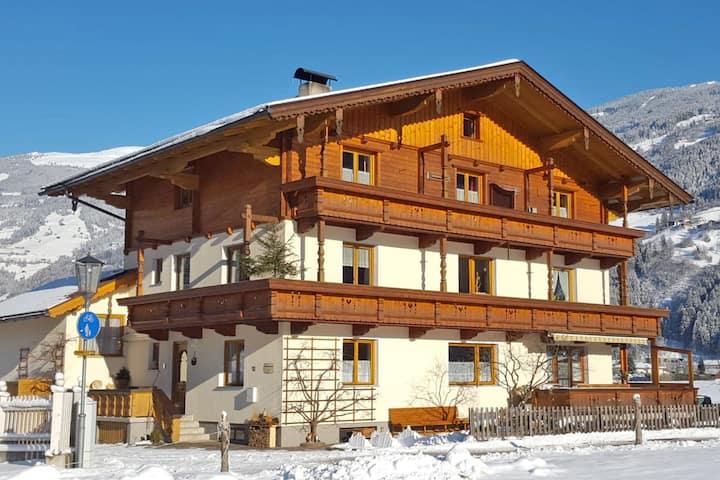 Cozy Apartment in Zell am Ziller Balcony