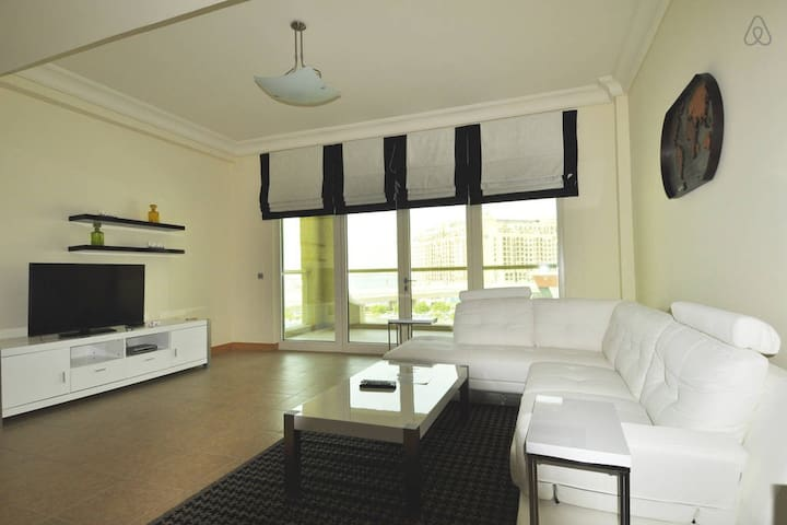 Spectacular 1BR-Al Tamr Shoreline - Dubai - Appartement