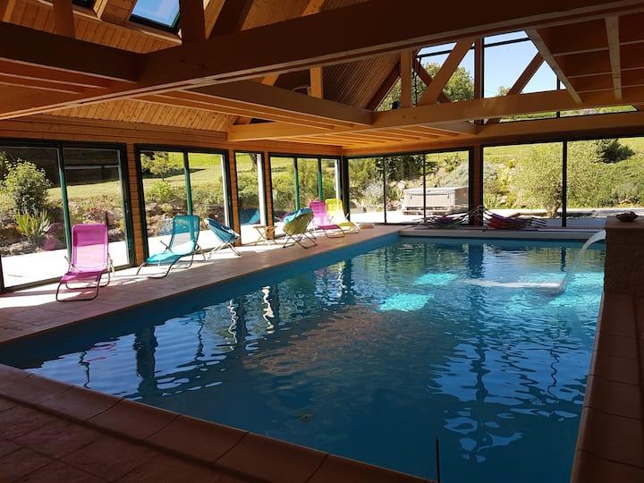 Propriété avec piscine intérieure chauffée et SPA