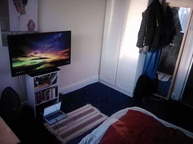 Lovely bright double room in Great Location