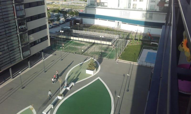 Habitación+baño,NUEVO.Junto a IFEMA,T4,RealMADRID - Madrid - House