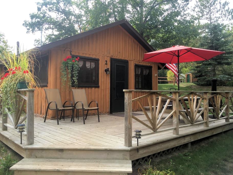 Lake front one bedroom log cabin 2 cottages for rent in for Cabin branch homes