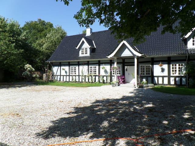 Lindegaarden. - Ulstrup - Pension