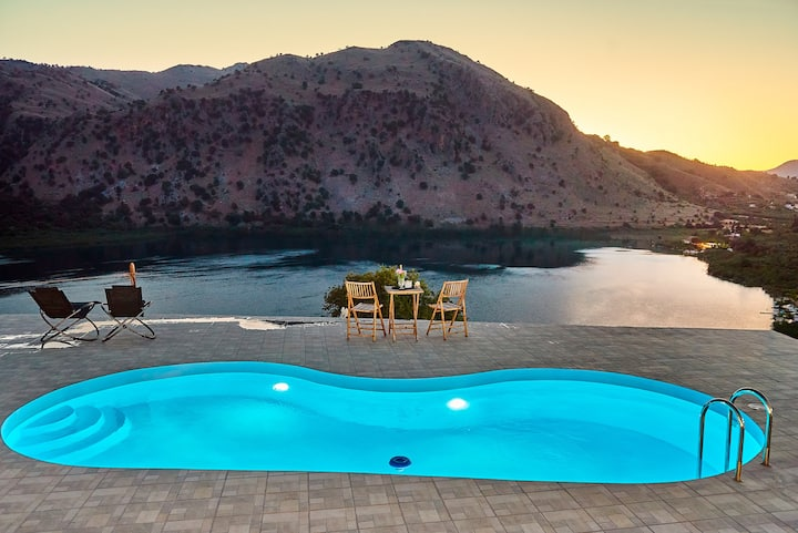Best Suite w/ Lake & Mountain View ★ Private pool!