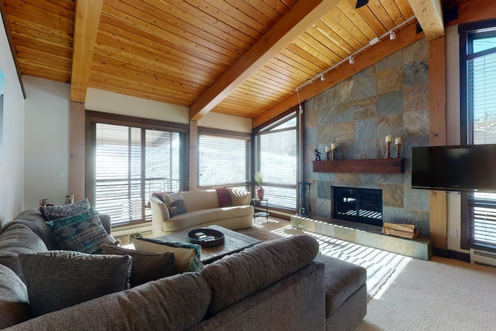 Snowmass Chalet w/Shared Pool/Hot Tub/Ski-In/Ski-Out Access/Private W/D + WiFi!