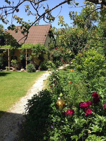 Beautiful Gardenhouse in Munich - Munique - Apartamento