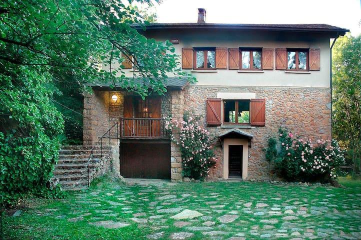 Casa antigua y ecológica + jardín. 4 a 9 personas. - Lérida - Hus