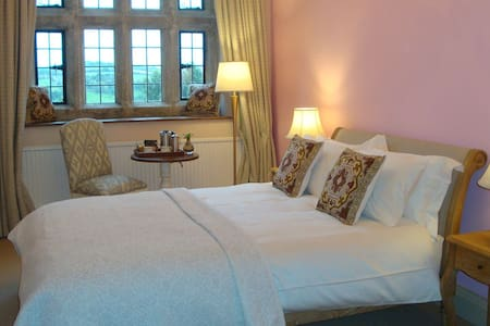 Beautiful Luxury Double Room with Private Ensuite - Christow