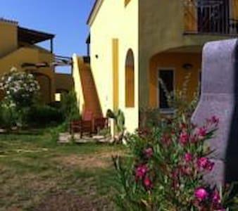 VIlletta in residence con piscina - Valledoria - บ้าน