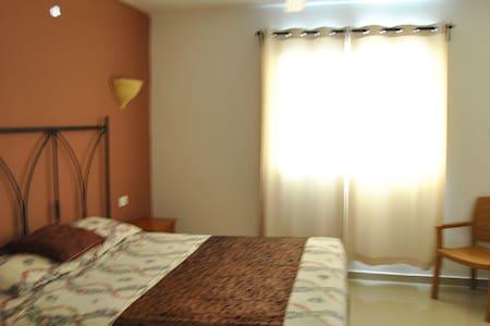 C2 Quiet Clean Big and Cheap! - Apartment
