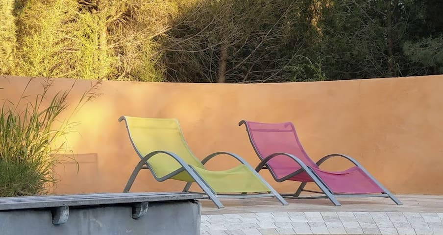 Studio sur pinède 2Ha avec piscine
