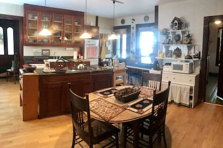 ROOM #6, TWO SHARED KITCHENS, THREE SHARED BATHS - Keene Valley - Rumah