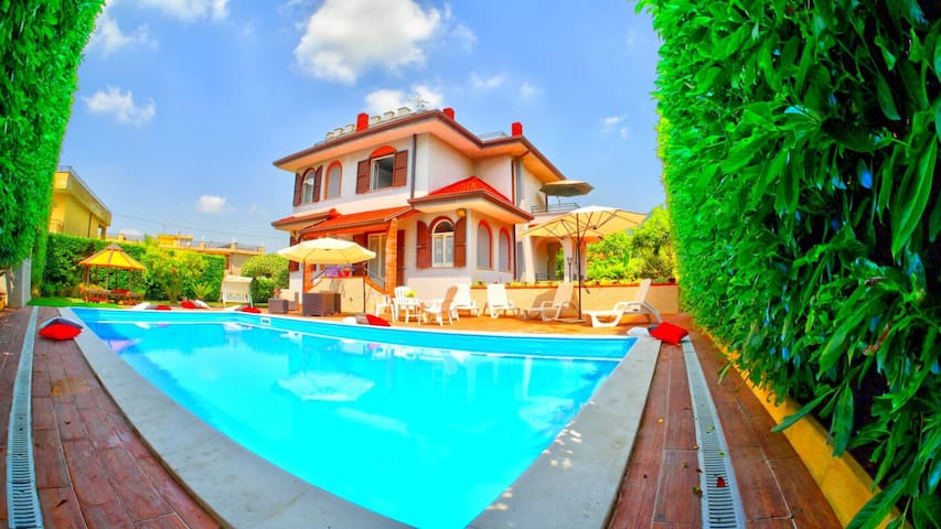 VILLA CAPRIO - LUXURY TOURIST LOCATIONS & EVENTS