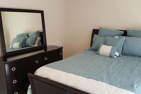 Beautiful bedroom with private deck and bathroom. - Wilmington