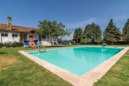 Villa con Piscina immersa nel verde - Giba - Villa