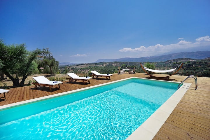 Villa Manousos, 4 BD, private pool