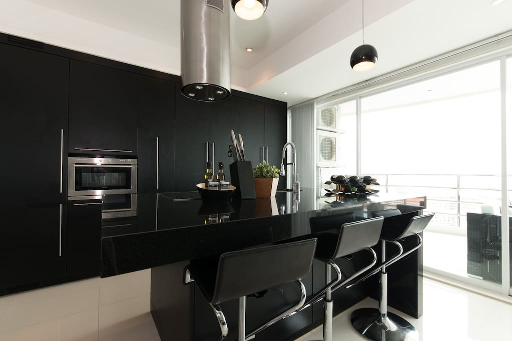 fuly furiture kitchen to every occation.have everything you need in the kitchen+++