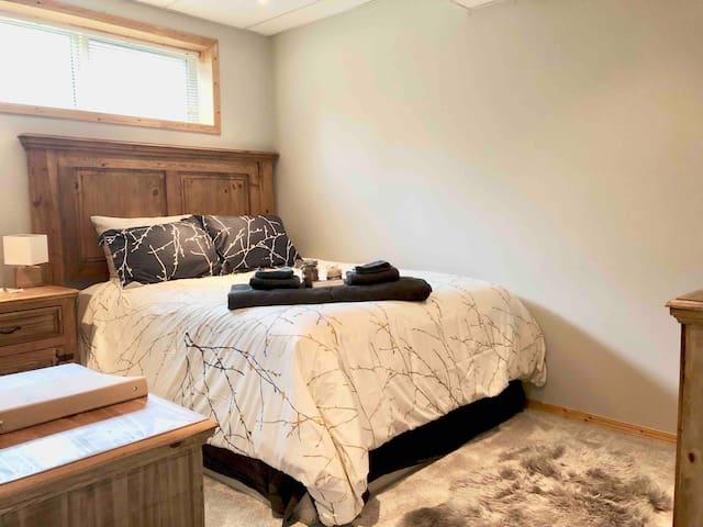 The Narnian:Calgary's Gateway to Adventure&Retreat