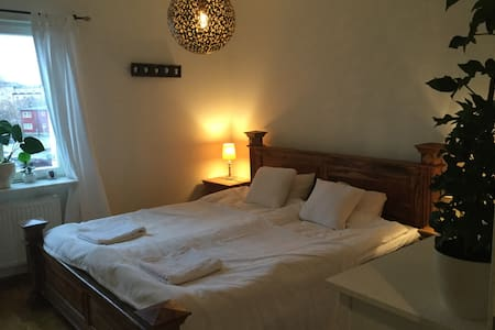 Room with double bed and wifi