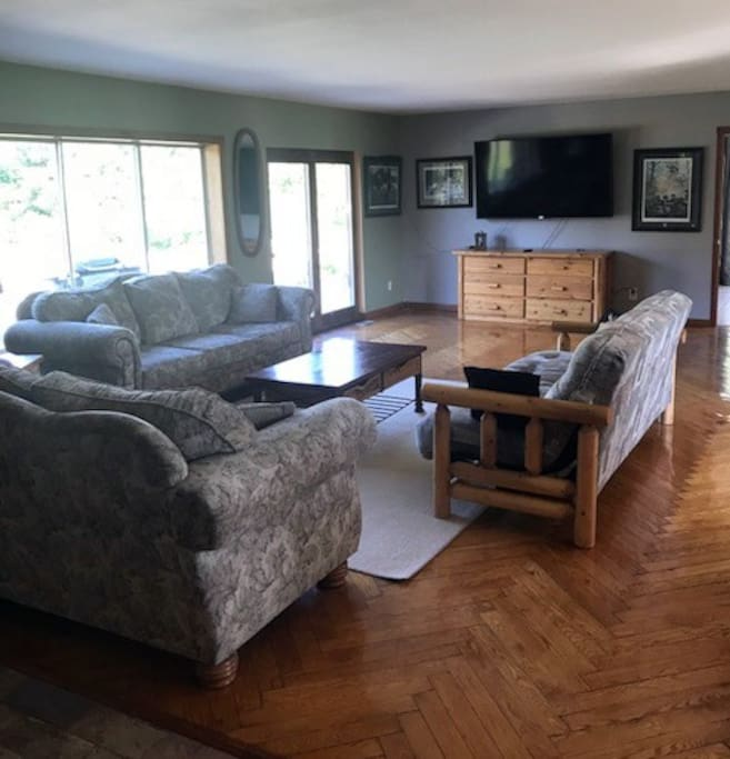 Large Living room with plenty of space for everyone.