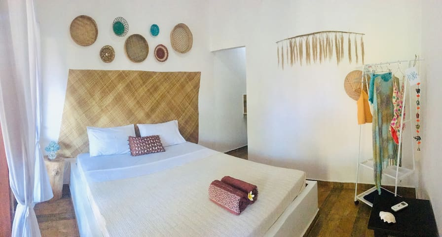 Double room in private and quiet space -1-