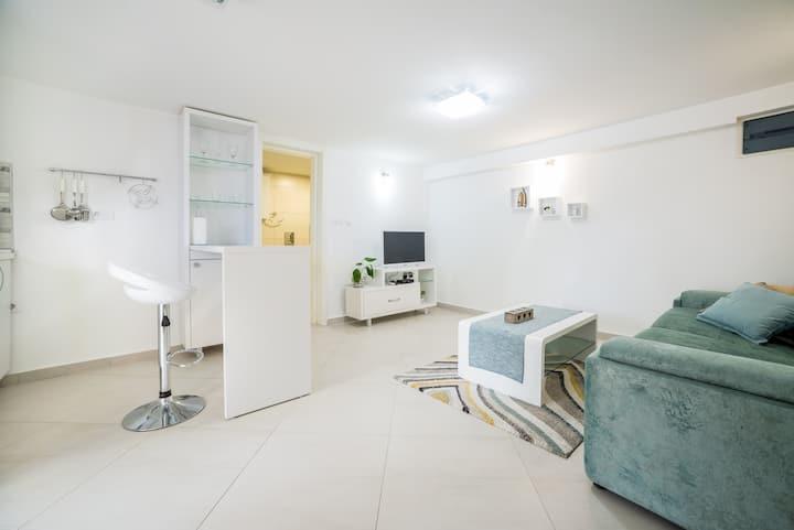 Apartments Teodo (White apartment)